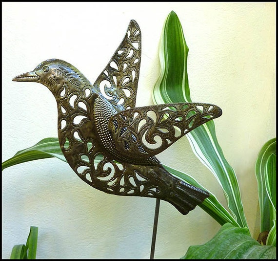 Garden art metal plant stake outdoor metal art outdoor for Decorative birds for outside