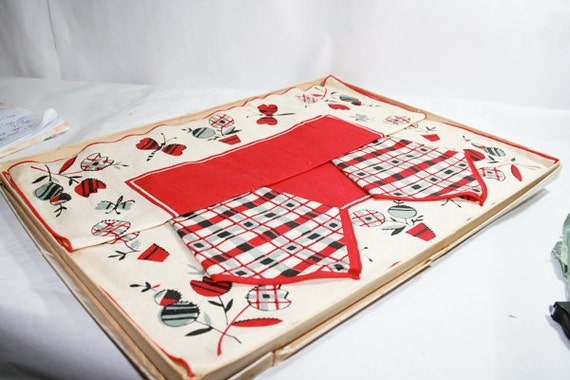 4 Linen Placemats and Napkins in Original Box, Red Plaid, gray and white, Vintage Linens
