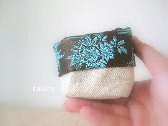 Mini canvas bucket with turquoise Chinese embroidery on brown fabric - Happiness