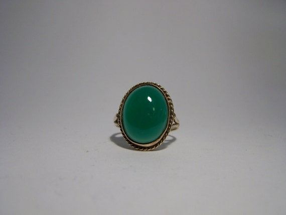 Victorian Style 9ct Gold Large Chrysoprase Ring Fully Hallmarked Superb Rare quality Stone