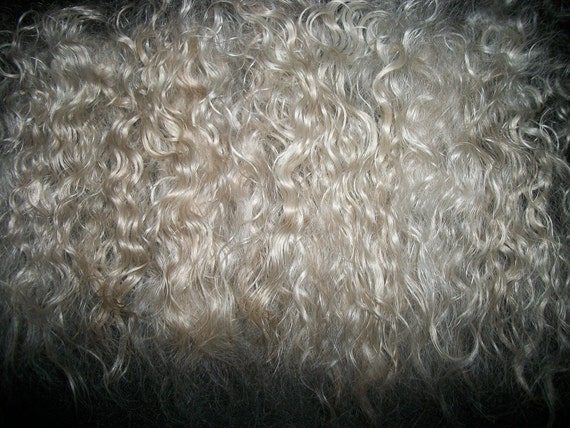 Blythe Doll / Platinum Ash Blonde / Combed Mohair / Doll hair / Reborn  / Re-Rooting (F-8)