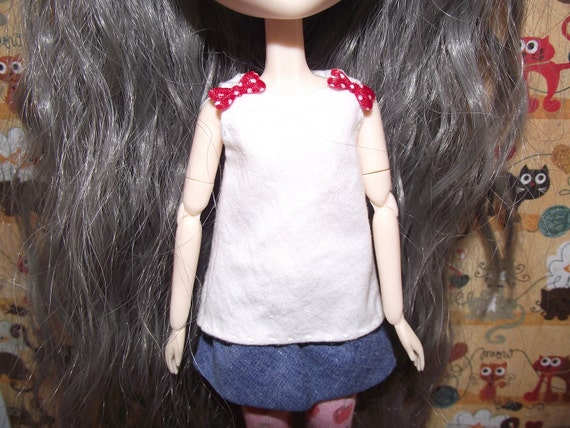 Very cute white tank top with red bows for Pullip