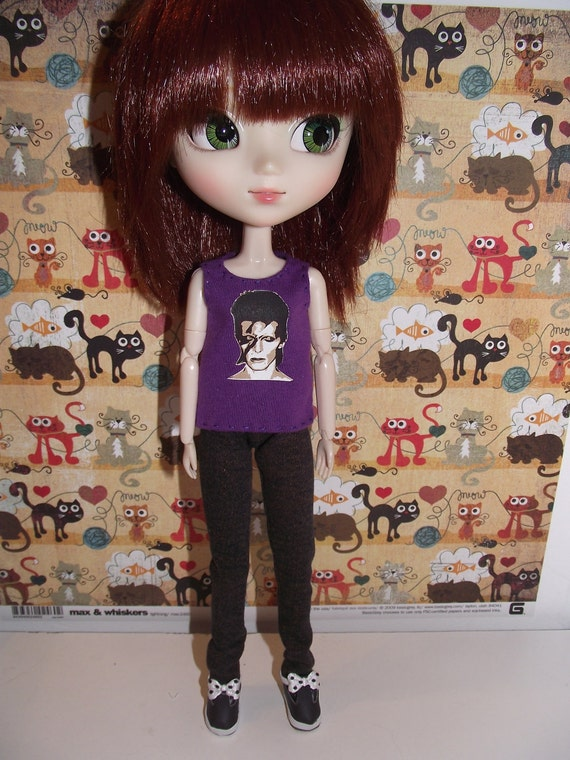 A nice pair of dark blue skinny jeans for pullip