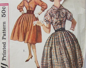 50s Simplicity 3151 Dress with Full Pleated Skirt and Kimono Sleeves Size 13 Bust 33