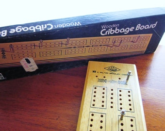 Wooden Cribbage Board 1974 from ES Lowe with original box and Metal Pegs