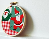Christmas Hoop Decor, Santa Fabric Patchwork in 4 inch. Green, Red, White, Gingham. By merriweathercouncil on Etsy.
