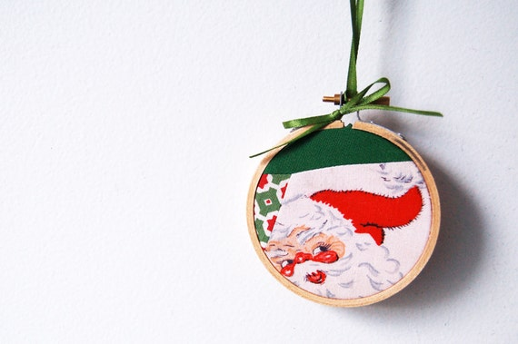 Christmas Ornament, Patchwork Embroidery Hoop . Vintage Santa Claus. Holiday, Red and Green. By merriweathercouncil on Etsy.