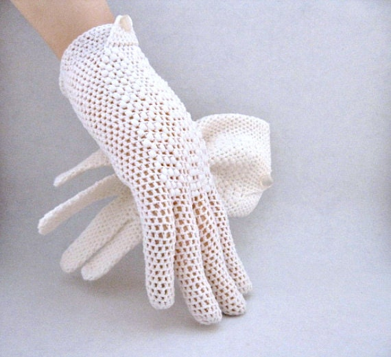 Crochet Gloves in Winter White With Wrist Button