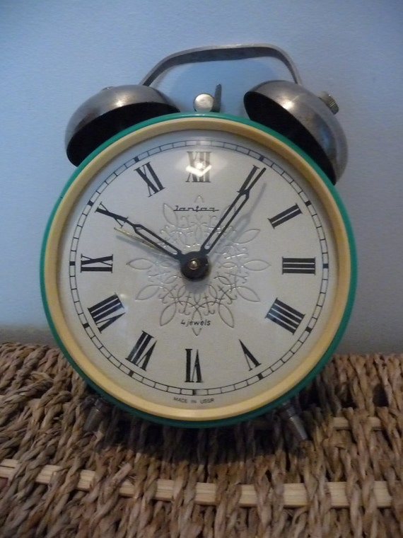 vintage alarm clock  - green Jantar USSR with Roman numerals - 4 jewels