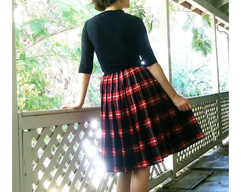 50s red plaid wool skirt CUTE  pleated Small