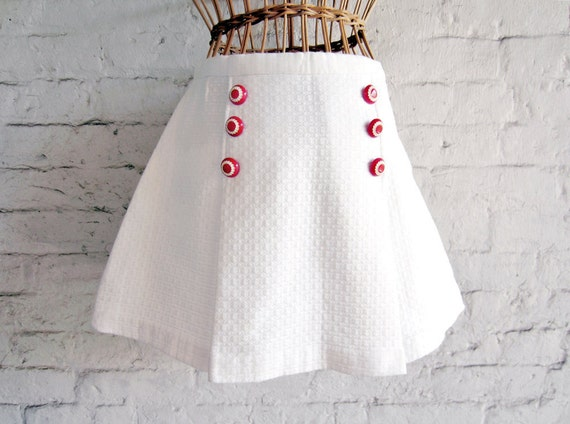 1950s Tennis Skirt White Quilted Cotton Red Buttons Cute XS Nautical style