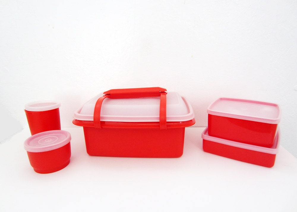 vintage tupperware lunch box bright red 5 piece containers. Black Bedroom Furniture Sets. Home Design Ideas