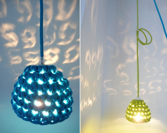 Pendant lamp with crocheted lampshade and textile cable - blue