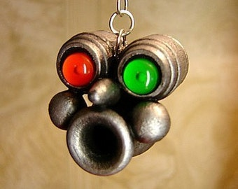 Whistling Robot Head Wood Pendant Ornament Dcience Fiction Dangle Red and Green Eyes