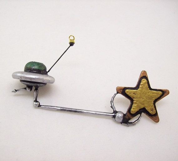 Catch A Falling Star UFO Flying Saucer Wood Christmas Tree Ornament Dangle