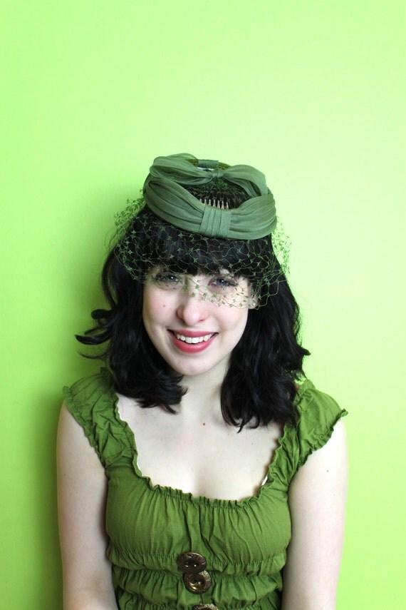 Hat Fascinator Birdcage Veil Olive Green Bows  Ring Vintage 1950s 50s 1960s 60s