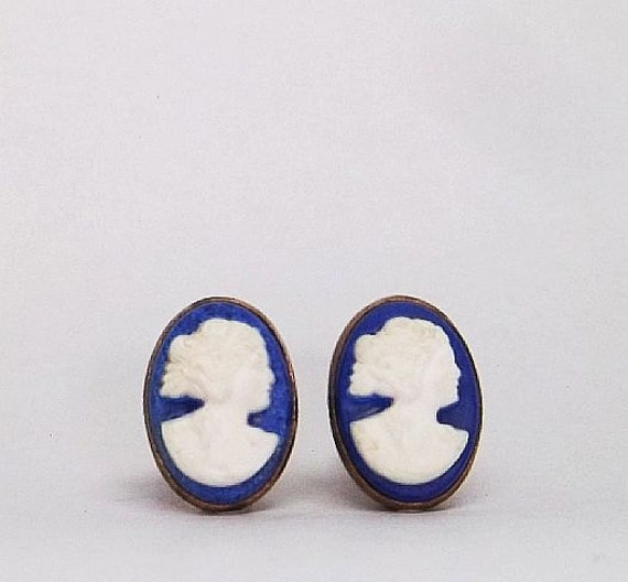 Sweet Ladies Cameo on blue Cuff links