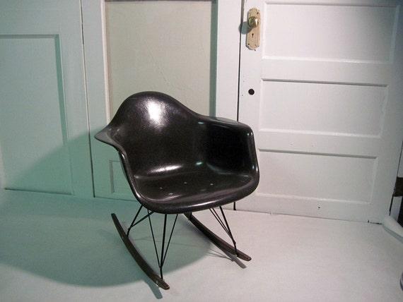eames fiberglass rocking chair. Black Bedroom Furniture Sets. Home Design Ideas