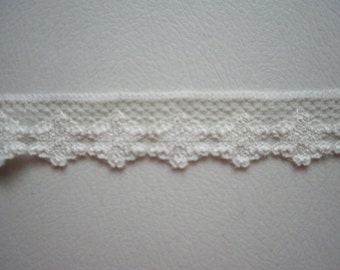 Beige Flowered Lingerie Lace 1 -8 inch 5 yds  New-1591