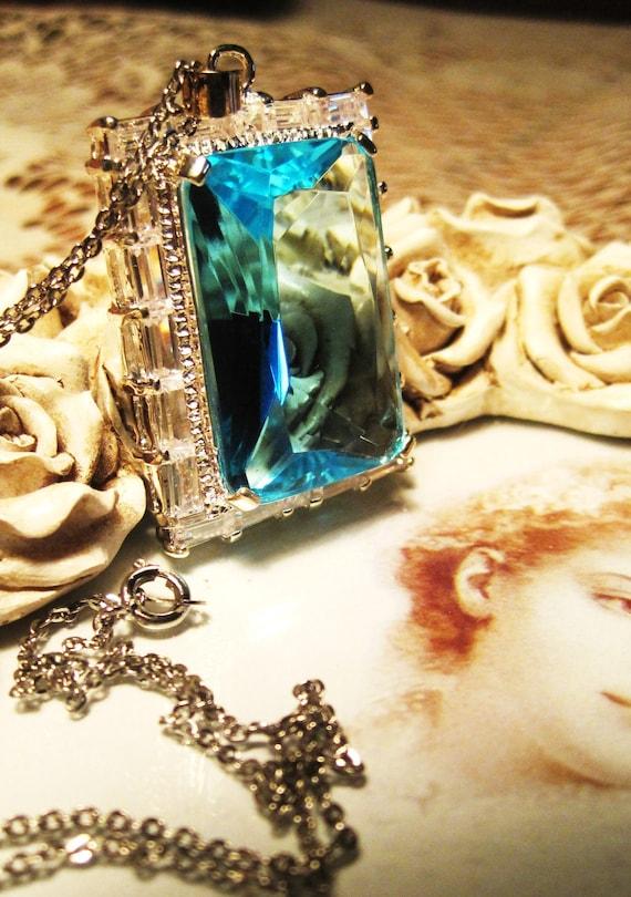 Royal Elegant Silverplate Ociantic Aquamarine Large Blue Glass Stoned Pendant Silverplated Chain