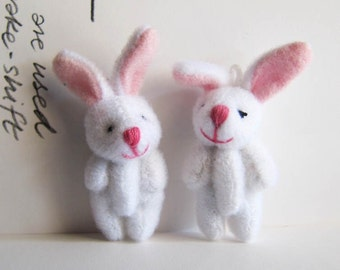 1pair White Rabbit Miniature Toy (5cm)