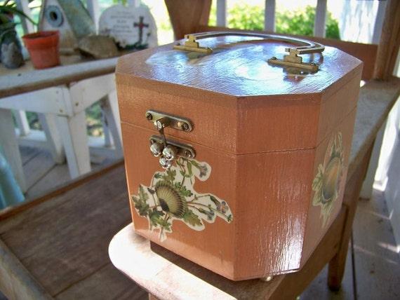 Vintage 70's seashell box purse