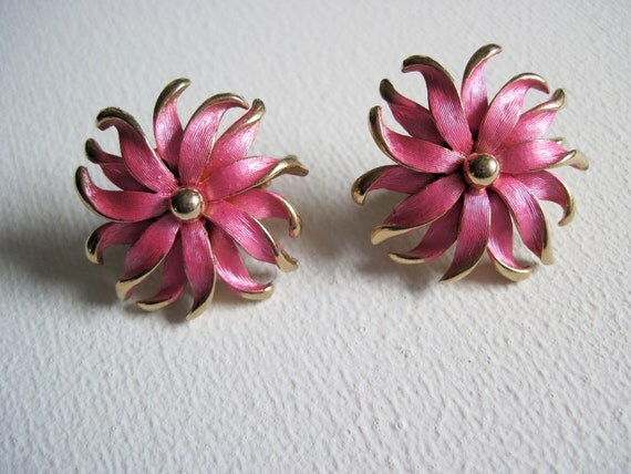 Vintage Dainty Pink Enamel and Gold Tone Flower Earrings Pretty In Pink