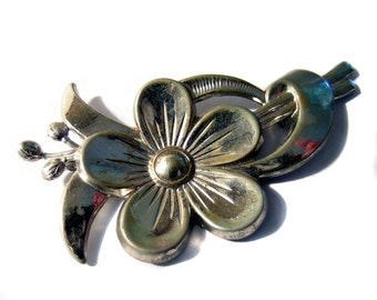 Silver Flower Brooch Silver Tone Pretty and Elegant jewelry