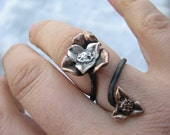 Drama queen mixed metal flower ring