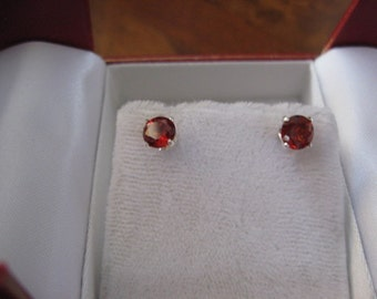Tinly Pierced earrings in RED - Rounds - L -