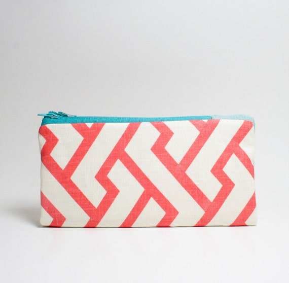 the foldover, double zipped wallet in Figures