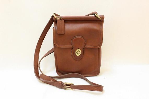Vintage Coach Tan Color Leather  Messenger Bag  //  Cross Body  Shoulder Bag