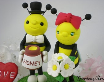 Honey Bee Love Wedding Cake Topper with a Honey Jar and Circle Clear Base