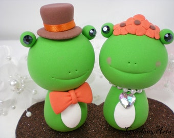 Wedding Cake Topper--Green Frog Love with Heart Base - SPECIAL FOR 2015