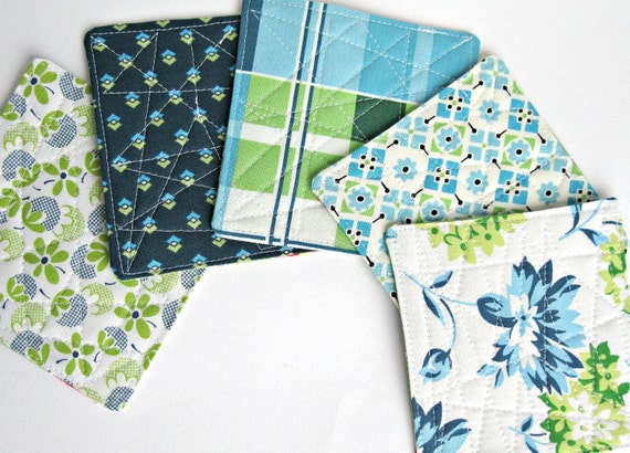 Reversible Quickie Coaster Tutorial and Sewing Pattern in PDF format.