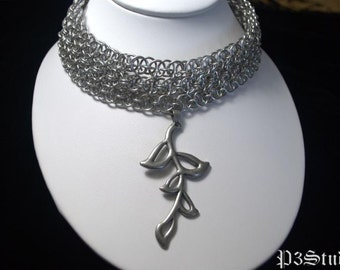 Chainmaille Choker in Parallel or Helm Chain with Leaf Pendant