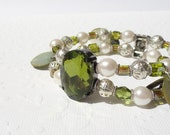 Green Stretchy Bracelet, Green Crystal Bracelet, Beaded Bracelet with Crystal and Pearl