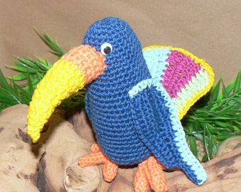 Colorful Toucan - Crochet Pattern no. 015