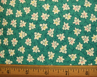 Clothworks Treasures from the Past by Nancy Mahoney 1940 Era Green Floral - half yard