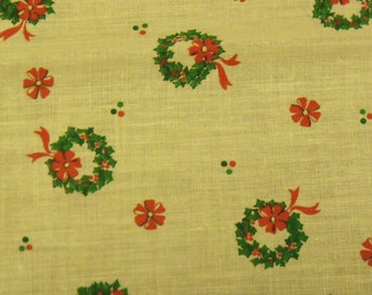 Cotton Fabric, 1/4 yard, Vintage 1980's, Christmas Wreath Green Holly Leaves, Red Berries, Ecru, Quilt, Pillow, Decorations, Gift, Ornament