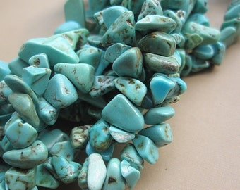 5 str -Howlite in Blue Turquoise chips 4x7x10mm -32 inches/Strand