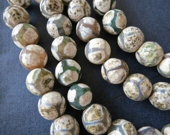2 str- Khaki White Green Tibetan Agate Faceted Round Beads 10mm- FootBall -38pcs/strand