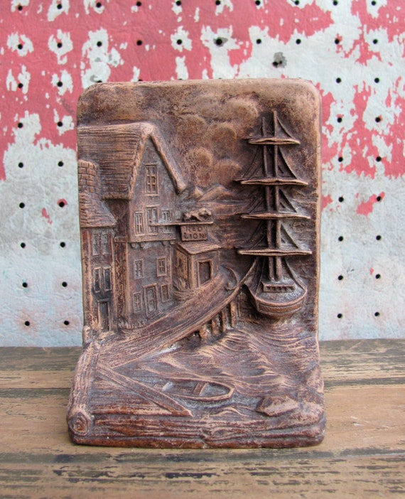 vintage c. 1950s Syroco bookend // Red Lion tavern at the wharf