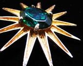 Emerald Green Rhinestone Starburst Brooch - Vintage Jewelry Pin Emerald Faceted Stunning Statement Goldtone Star Sun Starburst