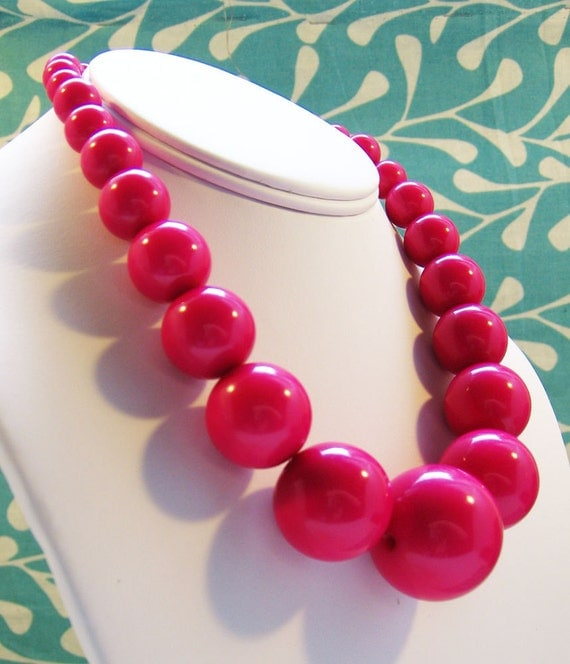 Permalink to Pink Glass Bead Necklace
