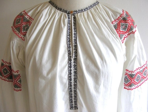 Vintage Embroidered Romanian Ethnic white cotton tunic blouse. Billowed sleeves, gathered neckline.