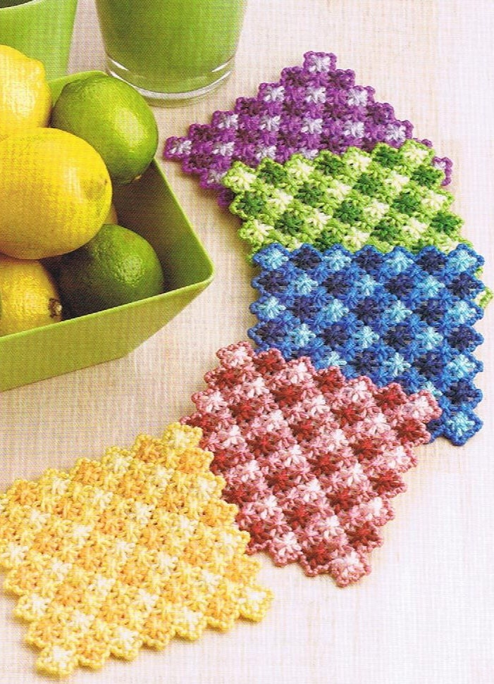 Gingham Scallops Coasters Plastic Canvas Pattern