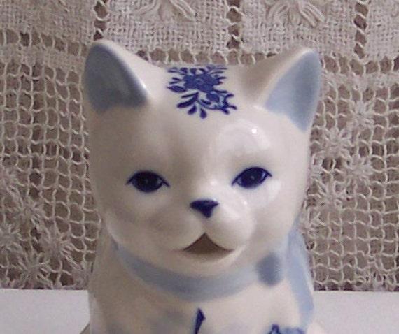 Delft Blue Kitten Creamer