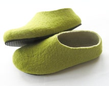 Felted Green Slippers - Natural Shoes - Wool Shoes - Indoor Shoes - Color Blocking - Green Shoes - Minimalist Shoes - Rubber Soles Slippers