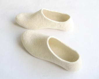Luxury Slippers White, Felt House Shoes, Bridal Shoes, Womens Slippers, Minimalist Shoes, Wedding Shoes, Rustic Wedding, Color Rubber Soles